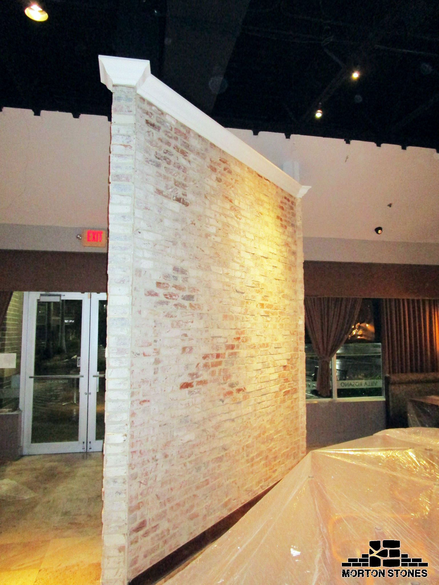 An amazing white brick accent wall in a restaurant. #mortonstones ...