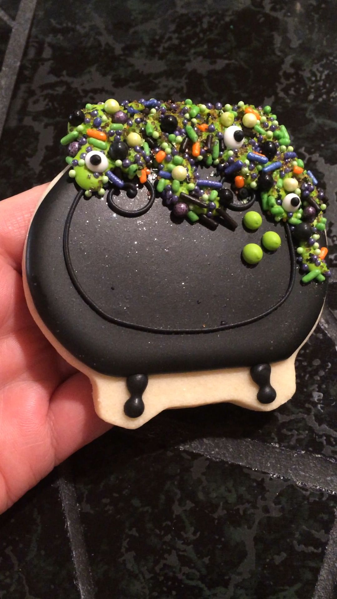 Cauldron cookies #halloweencookiesdecorated