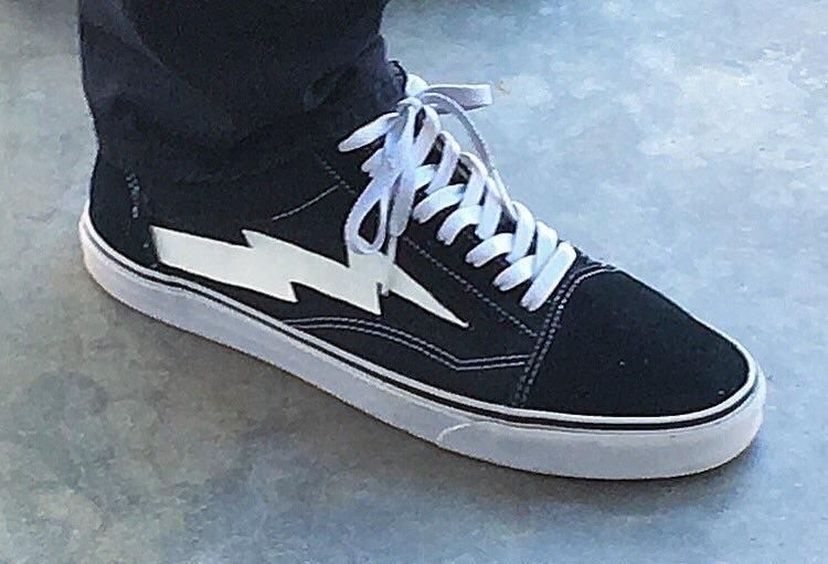 Arent These Just Vans Old Skools With A Lightning Bolt On Em Http Ift Tt 2ggomcy Vans Fandom Outfits Star Fashion