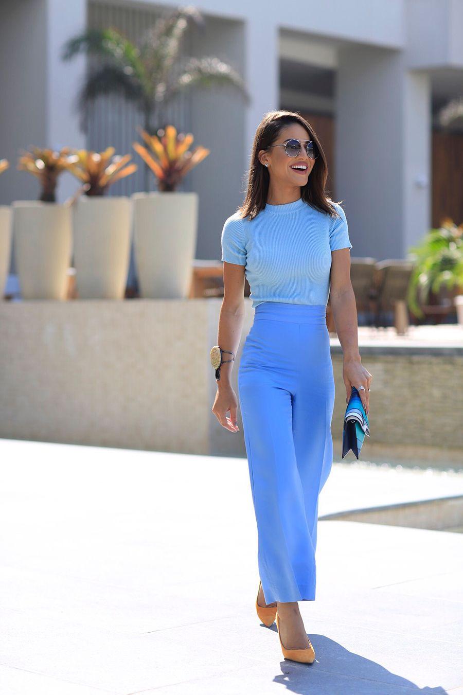 Look monocromático com detalhes em diferentes tons de azul