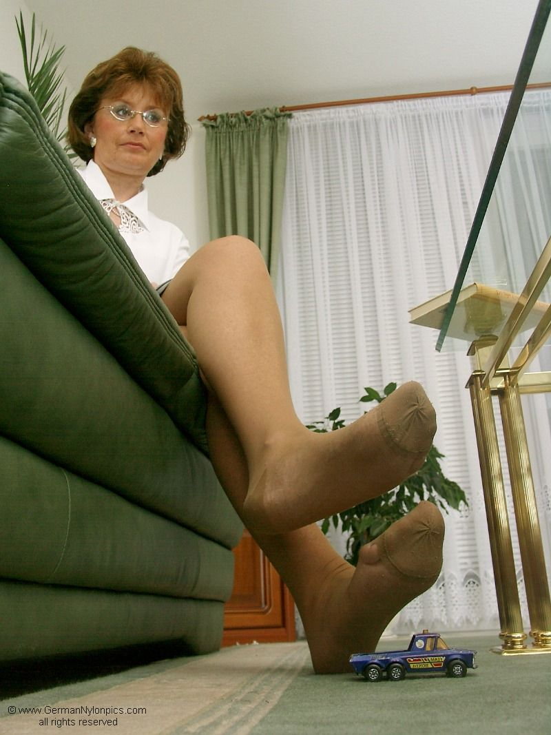 Pantyhose mature feet