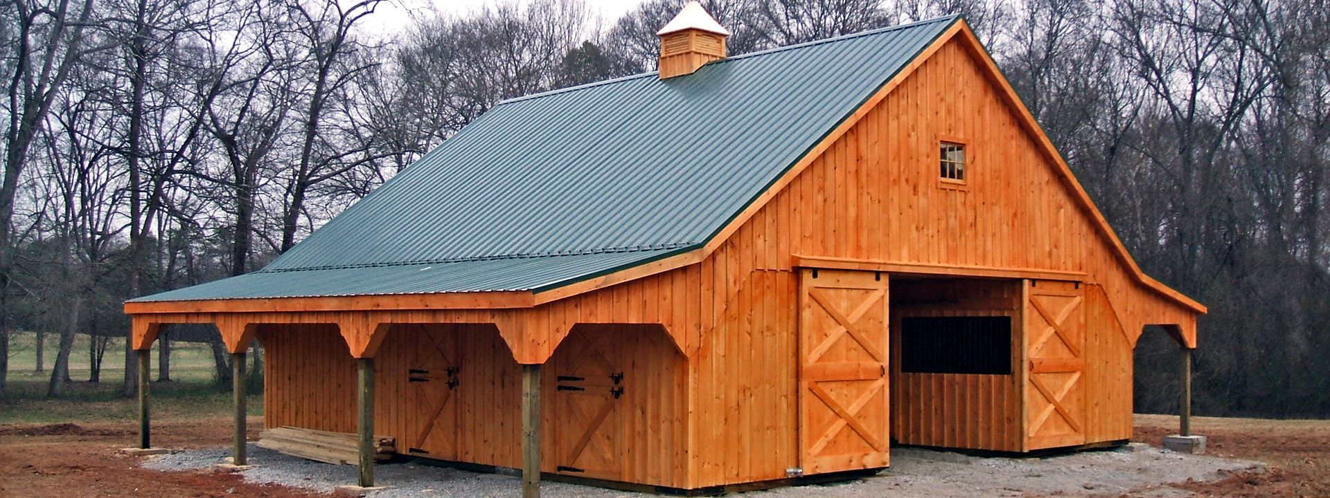 Modular horse barn high profile with overhangs 4 stalls for Horse barn designs