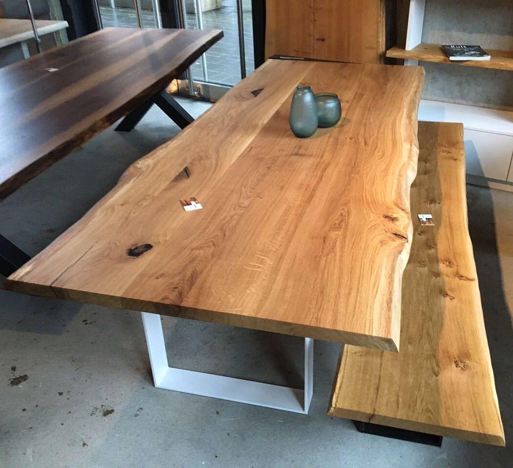 Esstisch aus Eichenholz mit natürlicher Baumkante / Tisch ...