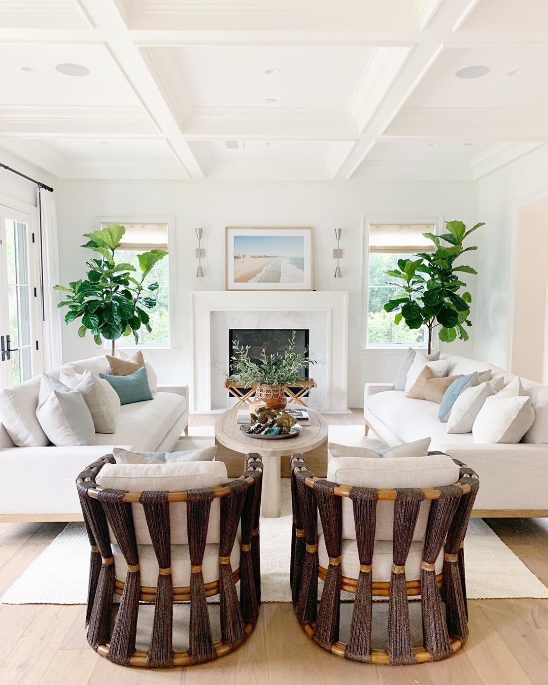 Crisp Classic The True Definition Of California Cool Design By Puresaltinteriors Paint Colors For Living Room Beautiful Home Designs Livingroom Layout