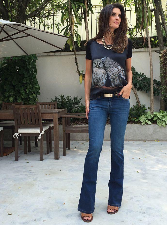 f3fb90a60062d Jeans + camiseta podem compor um look elegante também. Para ter este  resultado