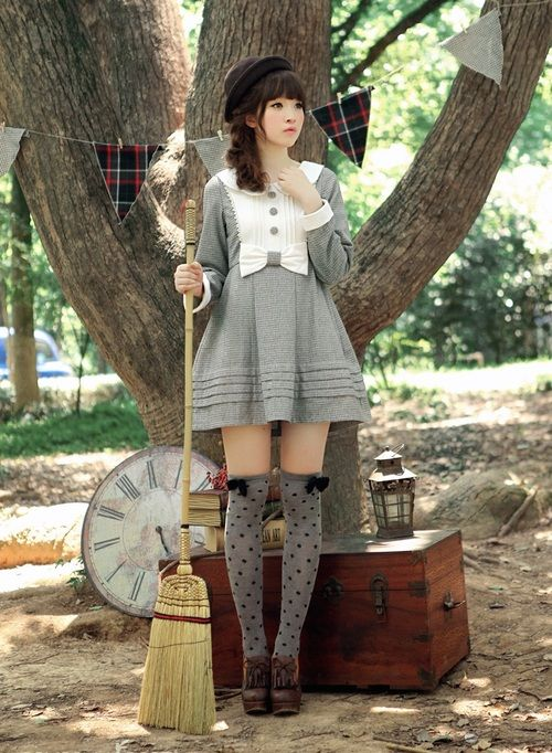 Harajuku vintage style.. short dress and socks... nice  -------- #japan #japanese #harajuku