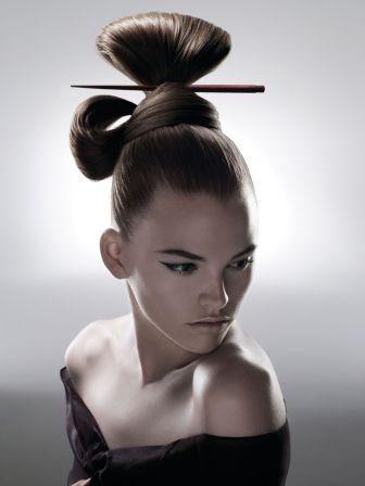 Coiffure Japonisante geisha Cheveux Geisha, Chignon Japonais, Maquillage  Gala, Modele De Chignon