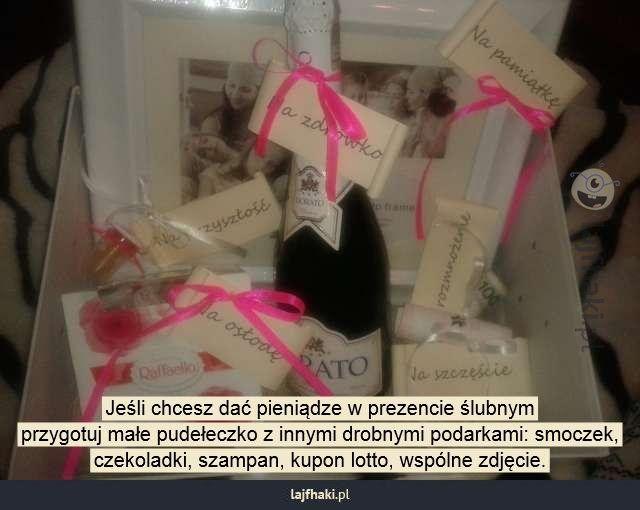 aac9b97f65917d Pomysł na prezent ślubny - Jeśli chcesz dać pieniądze w prezencie ślubnym  przygotuj małe pudełeczko z innymi drobnymi podarkami: smoczek, czekoladki,  ...