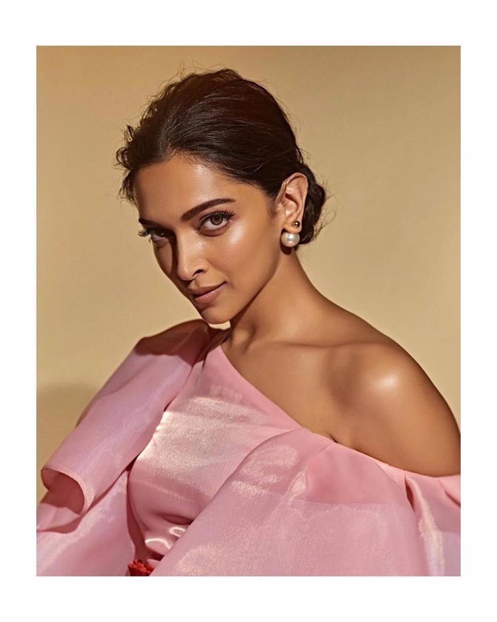Deepika Padukone Height Age Husband Boyfriend Family Net Worth Etc Biography Deepika Padukone Deepika Ranveer Bollywood Celebrities