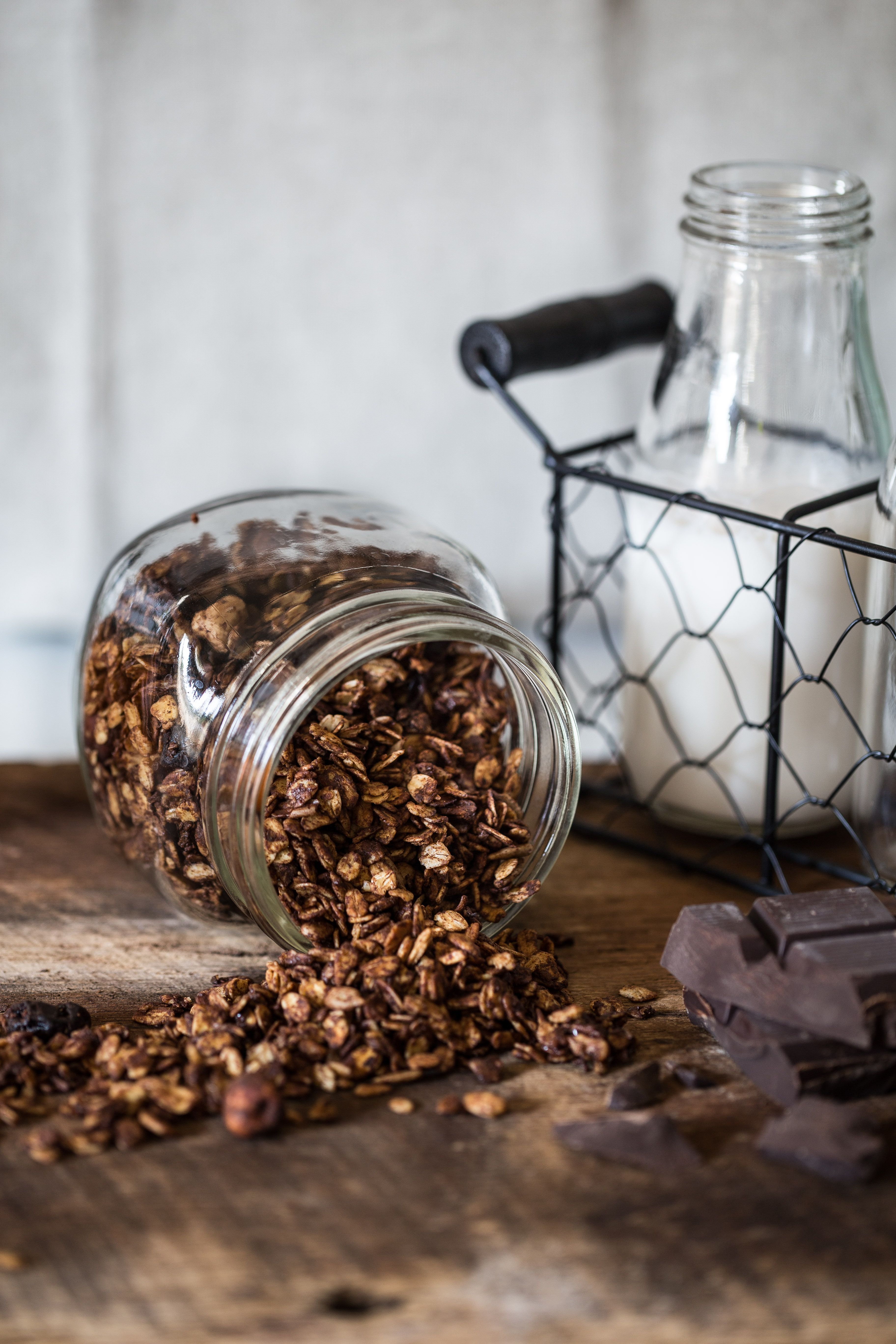 I love making granola and ever since I started a few years back I have never looked back. Store bought brands are way too expensive and varieties are made with tons of sugar and basically just oats. This pumpkin chocolate granola has become one of my favorites granola recipes of all times!