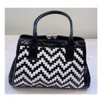 cool Black and white medium handbag Unbranded Check more at http://arropa.net/uk/accessories/product/black-and-white-medium-handbag-unbranded/