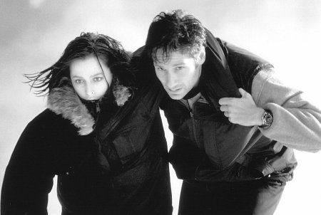Still of Gillian Anderson and David Duchovny in The X Files (1998)