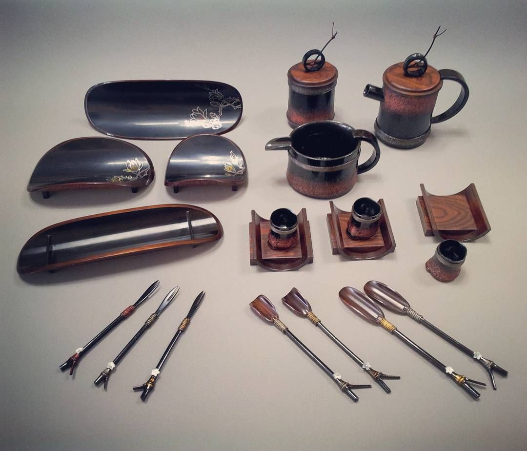 대나무숯과 옻으로 제작한 차도구 #자연 #공방 #작업실 #일상 #수공예 #수작업 #공예품 #공예 #소통 #소품 #디자인 #목공 #옻칠 #차도구 #나무 #handicraft #woodwork #workroom #interiors #lacquer #design #work #furniture #wood #crafts #workshop de kyc5725