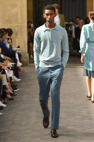 See the complete Officine Generale Spring 2018 Menswear collection.