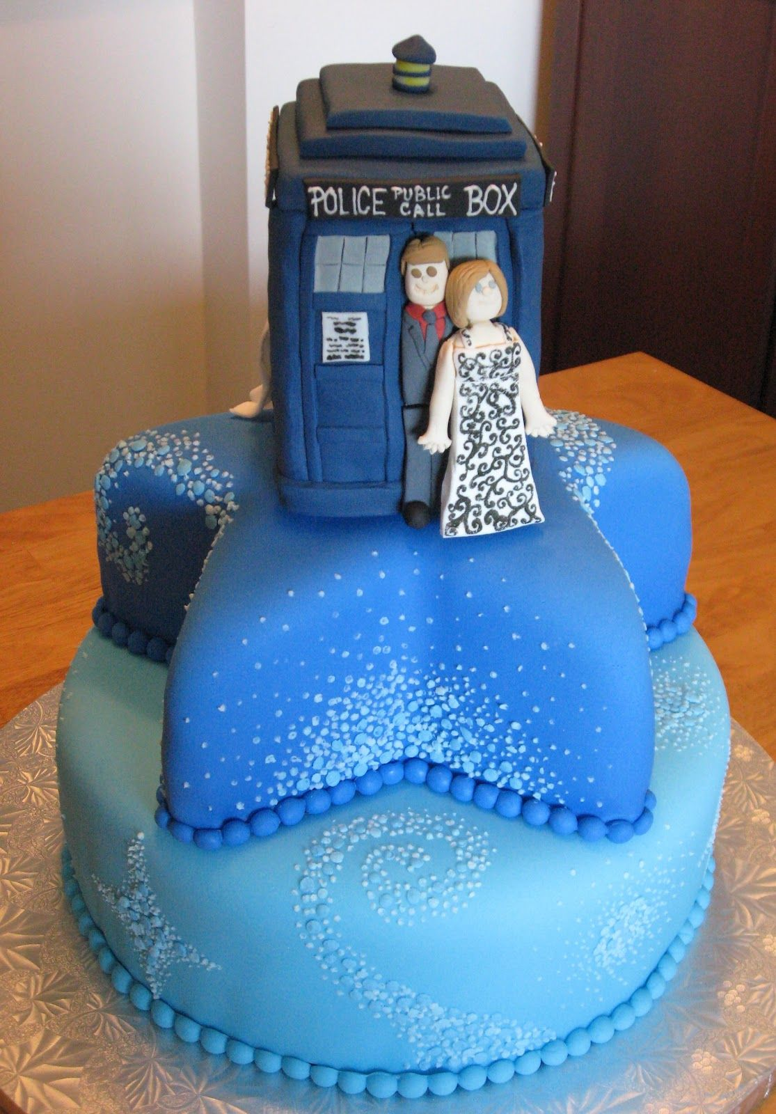 Doctor Who Wedding Cake Dr Who Wedding CakeTARDIS DOCTOR WHO