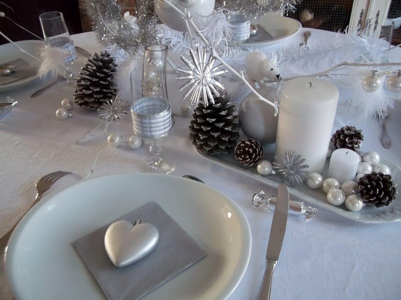 Une d co de table blanche et argent pour no l no l pinterest tables blanches deco de - Deco table noel bleu argent ...