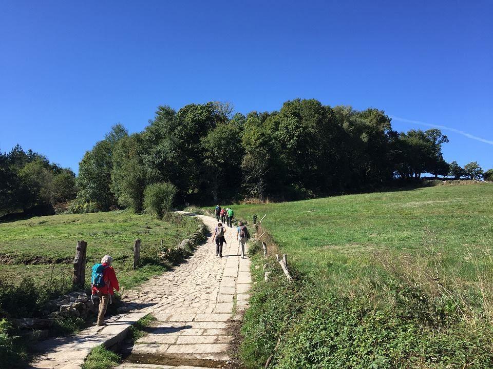Si tienes como propósito hacer el Camino este año, te recomendamos hacer los últimos 100 km del #CaminodeSantiago con nosotros.  Desde 350€ en los mejores Hoteles, Hostales y Casas de Turismo Rural del Camino.  http://bit.ly/2izP620