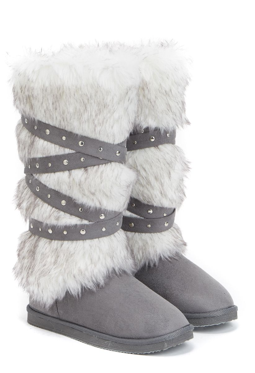 8d4c6ca75e9 The favorite Fuzzie boot by JustFab just got an edgy upgrade with ...