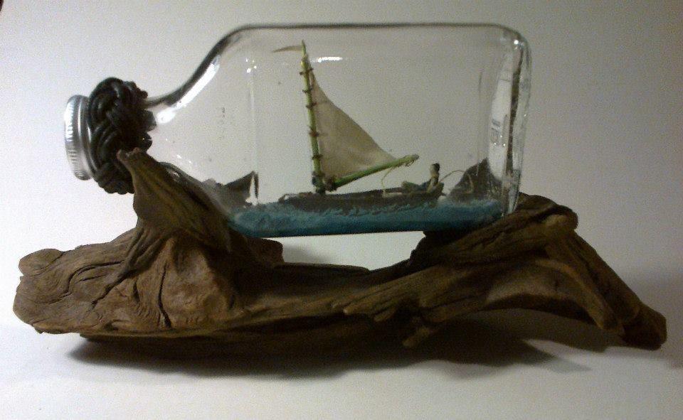 Isoisän sumppupaatti matkalla tulevaisuuteen taskukossupullossa. - Granpa sailing to the future.