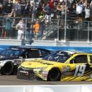 Longtime rivals race fair in Harvick's thrilling win (Yahoo Sports)