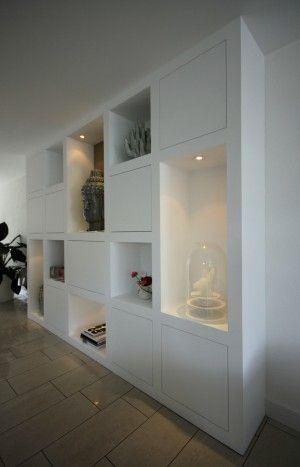 Woonkamer inspiratie | kast met vakken op maat voor opbergruimte ...