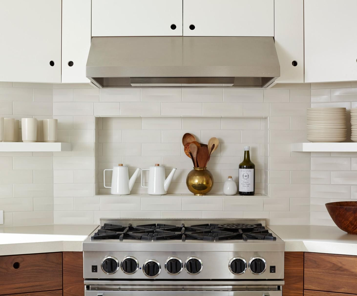 - LOVE THE CUTOUT OF THE BACKSPLASH In Above The Stove And The White