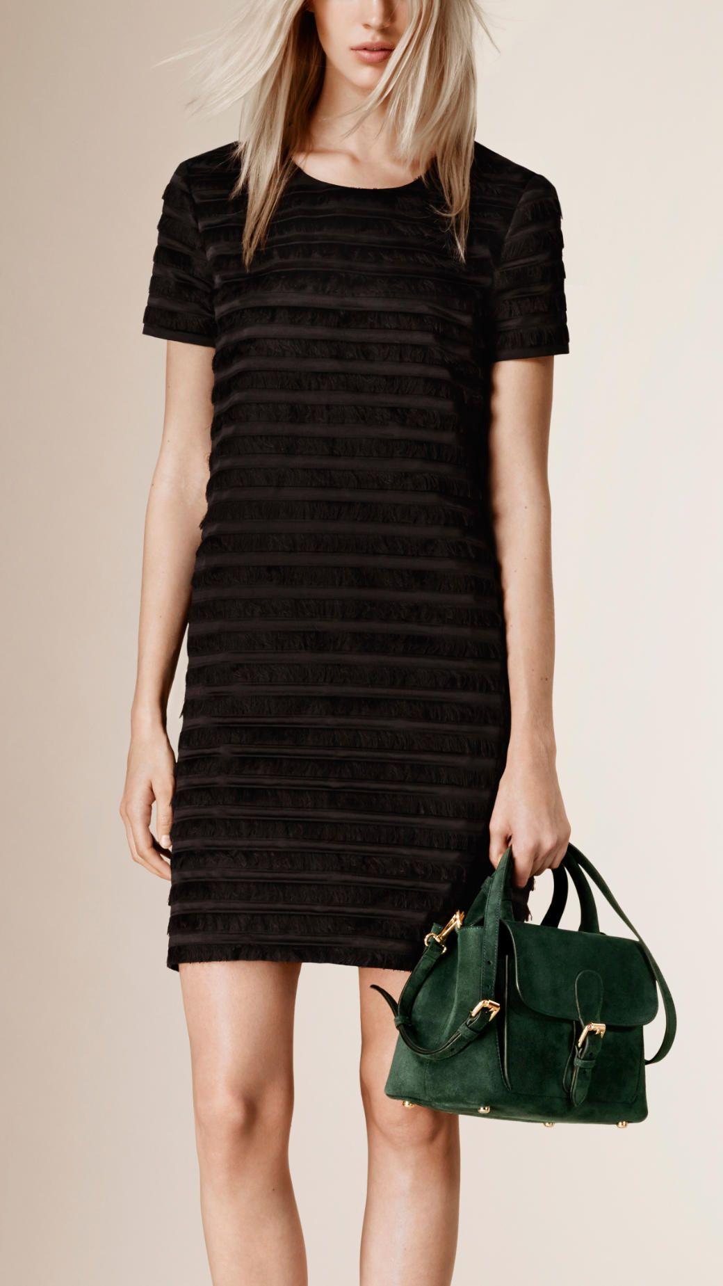 Robe droite en soie à franges   Burberry   Couture   Pinterest ... e823da89fab