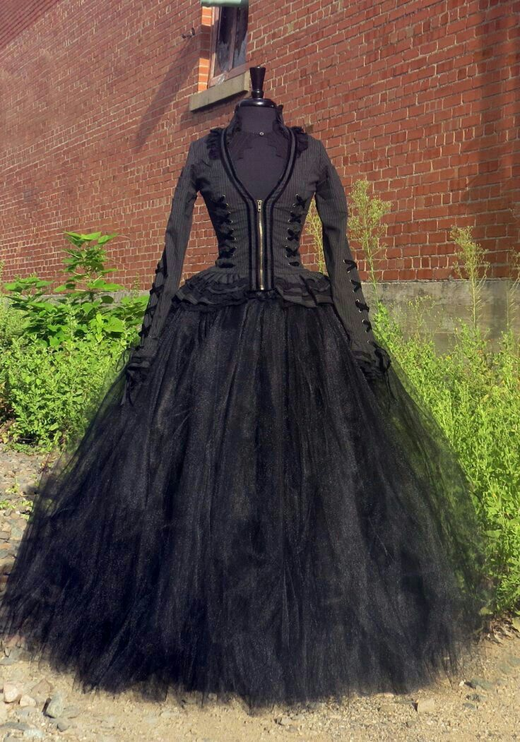 lots of tulle World of Witches Pinterest Witches, Costumes and - black skirt halloween costume ideas