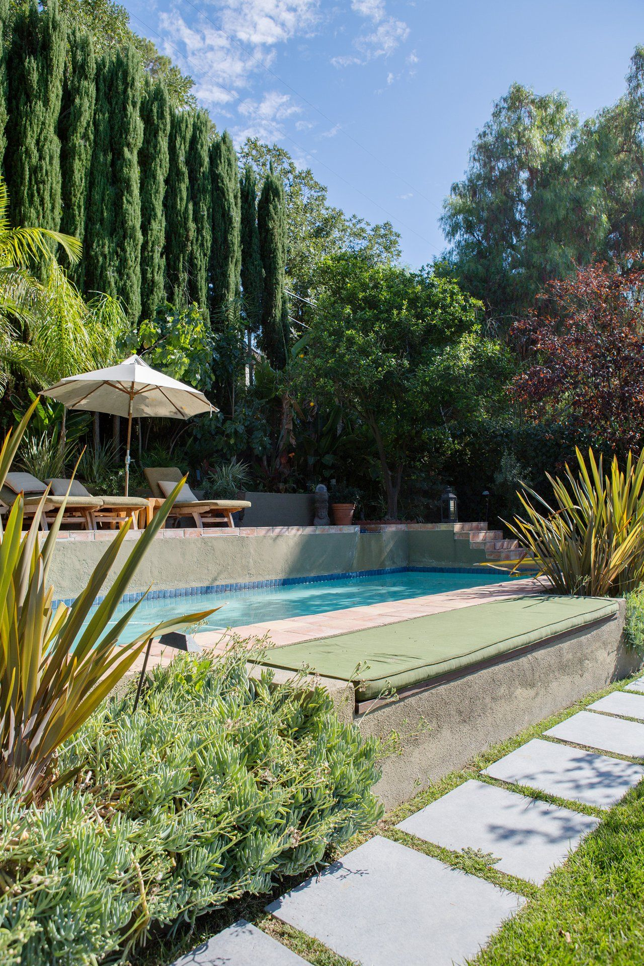 Elegant Pool Im Kleinen Garten Foto Von Joey