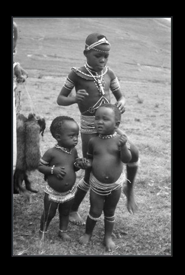 Africa | Thembu children of the Qwathi clan. Transkei, South Africa. 1960s/1970s | ©Barbara Tyrrell.