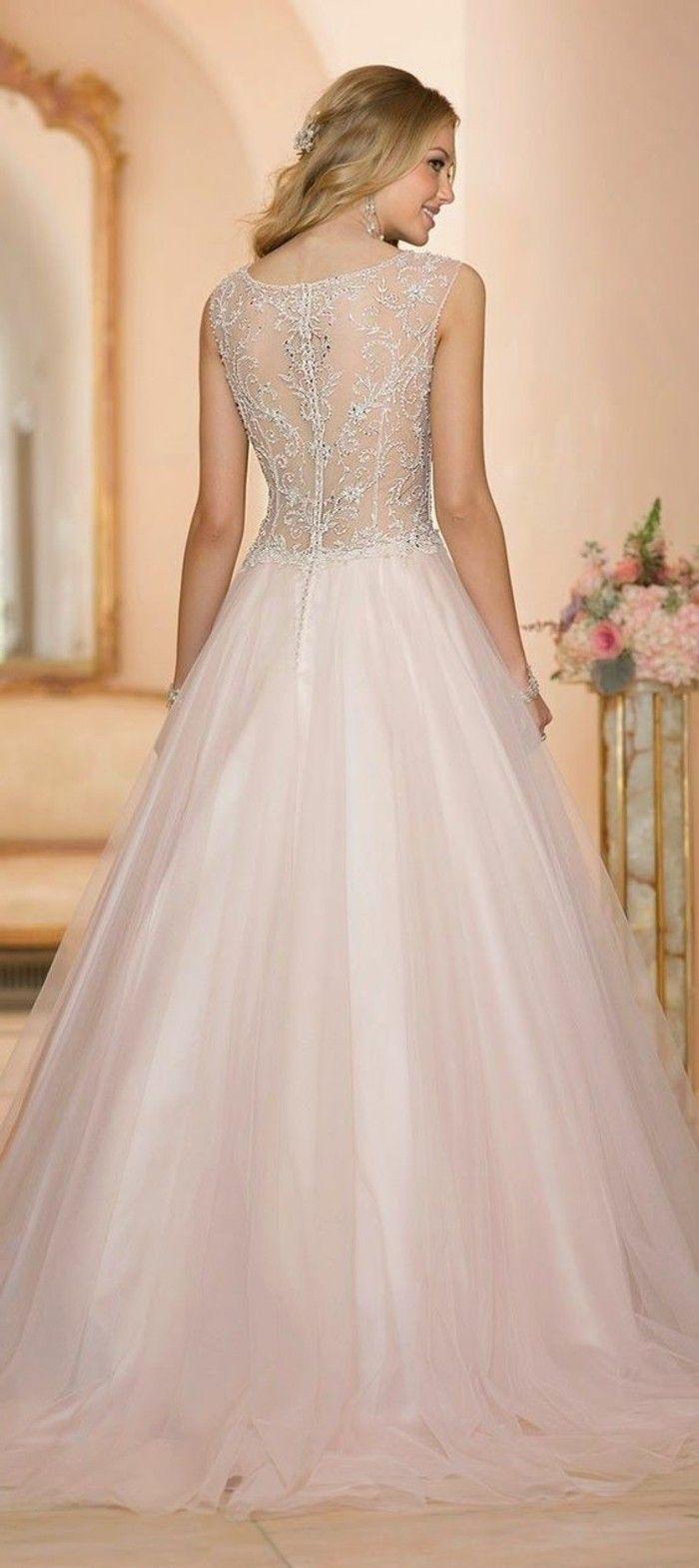 Rosa Brautkleid für einen glamourösen Hochzeits-Look | Pinterest ...