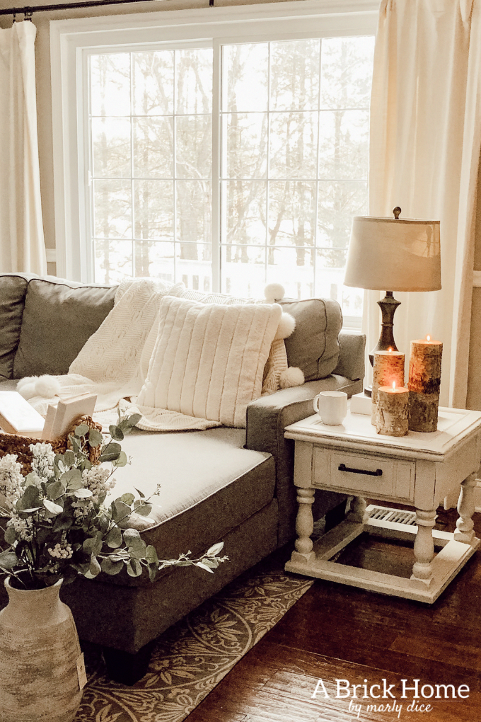this cozy winter decor in her living room is so inviting