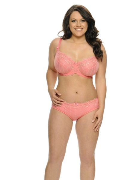 7e1818485 Lizzie Haines  32H wearing a Curvy Kate Emily