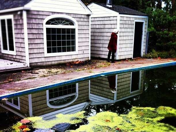 More Than 300,000 US Homes Are Foreclosed 'Zombies'    Read more: http://www.businessinsider.com/more-than-300000-us-homes-are-foreclosed-zombies-2013-3#ixzz2PDxCW0x1