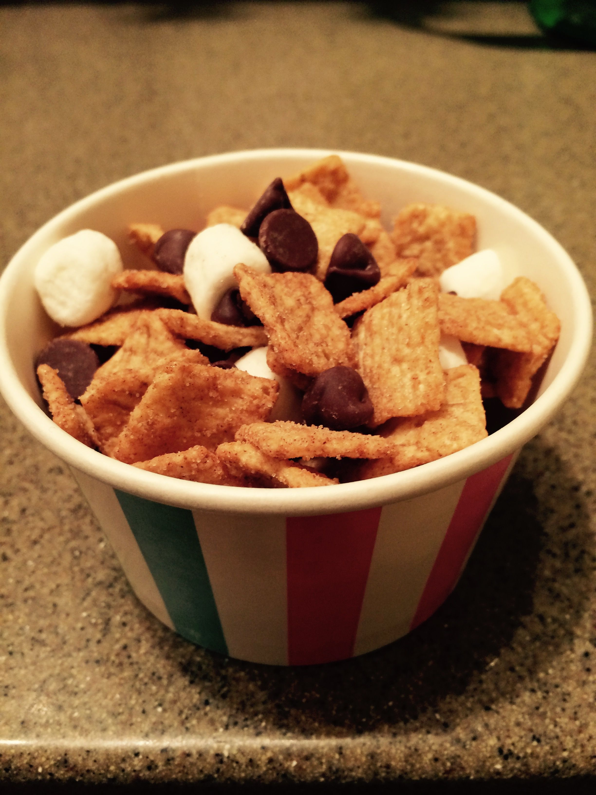 S'mores in a Cup Perfect for class parties! Cinnamon Toast Crunch cereal, chocolate chips & mini marshmallows. Yummy, simple & neat. Finish with a treat bag & twist tie :)
