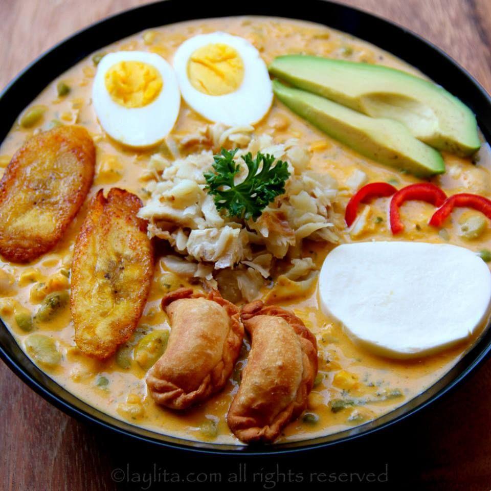 La fanesca es una sopa ecuatoriana que se come durante la epoca de Cuaresma y Semana Santa. Esta sopa tradicional se prepara con bacalao, una variedad de verduras y legumbres, condimentos, maní, leche, crema y queso. Se sirve con taji