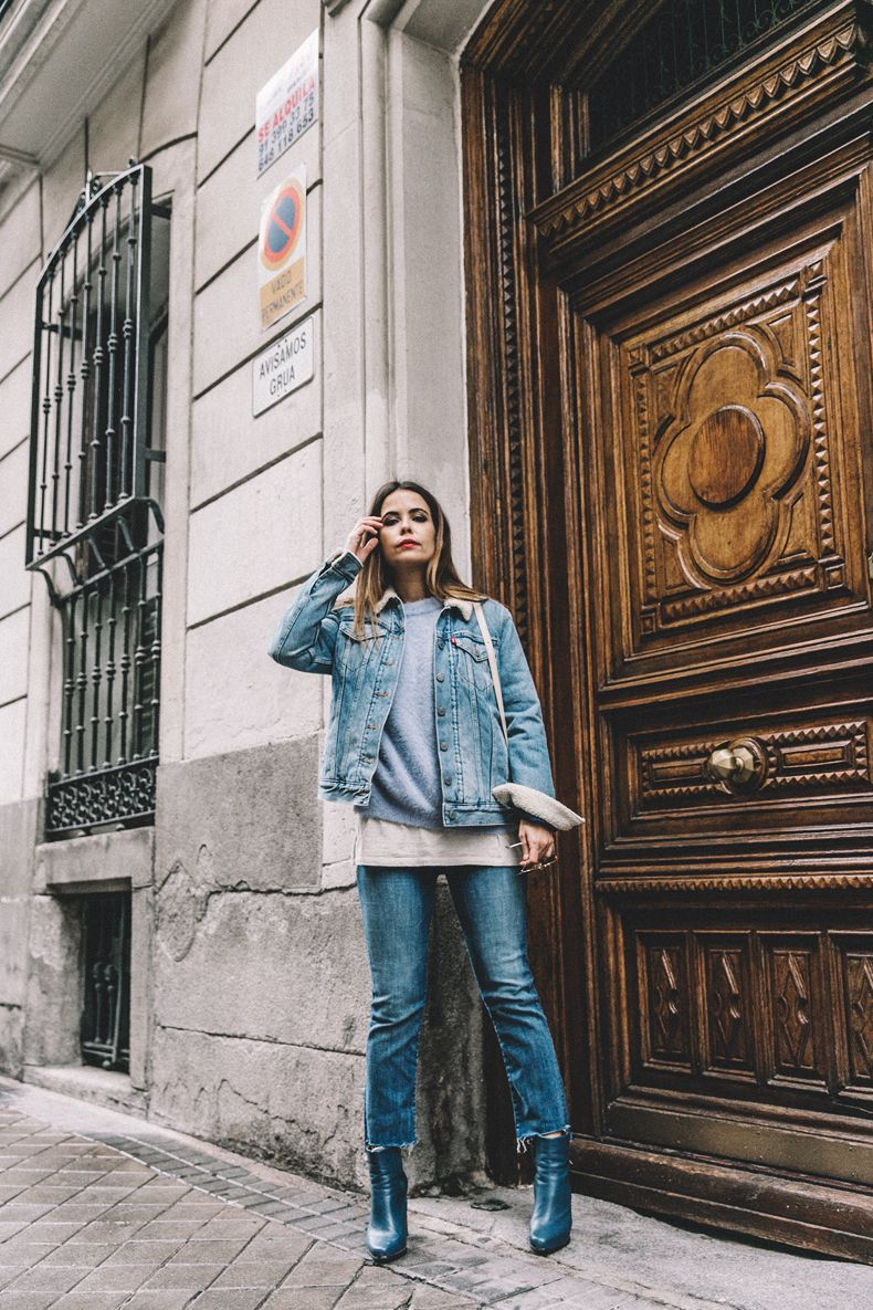Double denim is the ultimate retro trend!Sara Escuderois rocking the look, styling it with patent blue Chelsea boots and a cute pale blue sweater. This style will never go out of fashion.Jacket: Levi's, Jeans: Mother, Jersey: Chicwish, Bag: Céline x Vestiaire, Boots: Old.