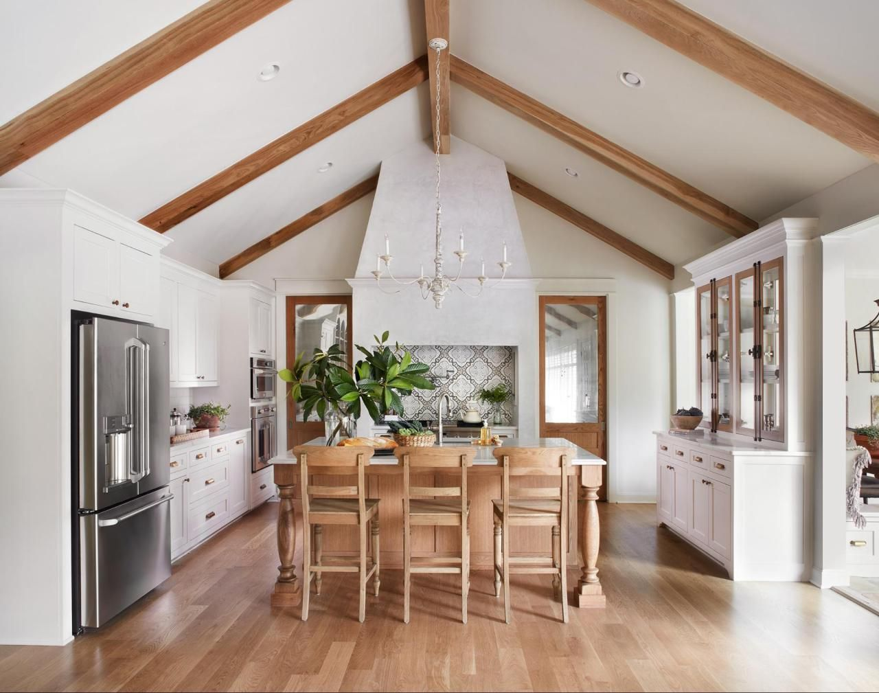 chip joanna gaines best decors and designs in 2019 fixer upper kitchen joanna gaines on farmhouse kitchen joanna gaines design id=72563
