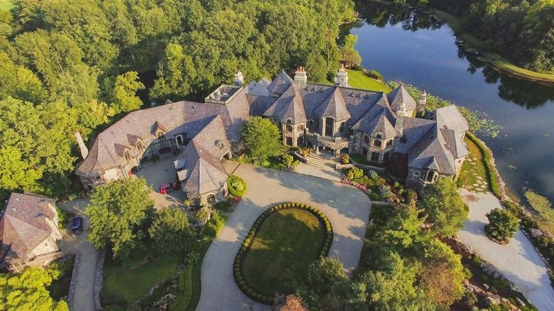 Former Pizza Hut Entrepreneur s 50 000 Sq Ft Fort Wayne IN Mansion for $30M PHOTOS Pricey Pads