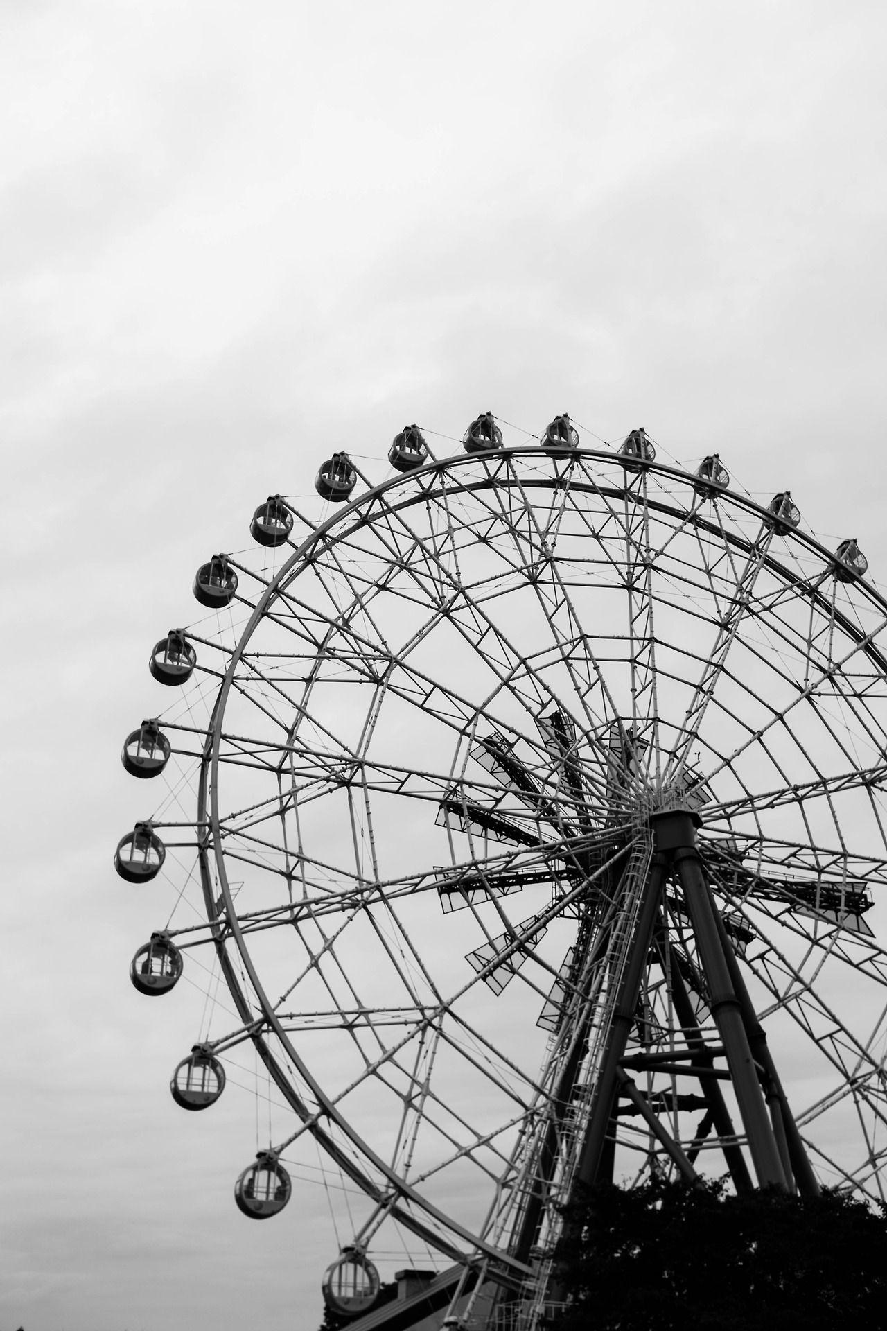 N S Photo Ferris Wheel モノクロフォト