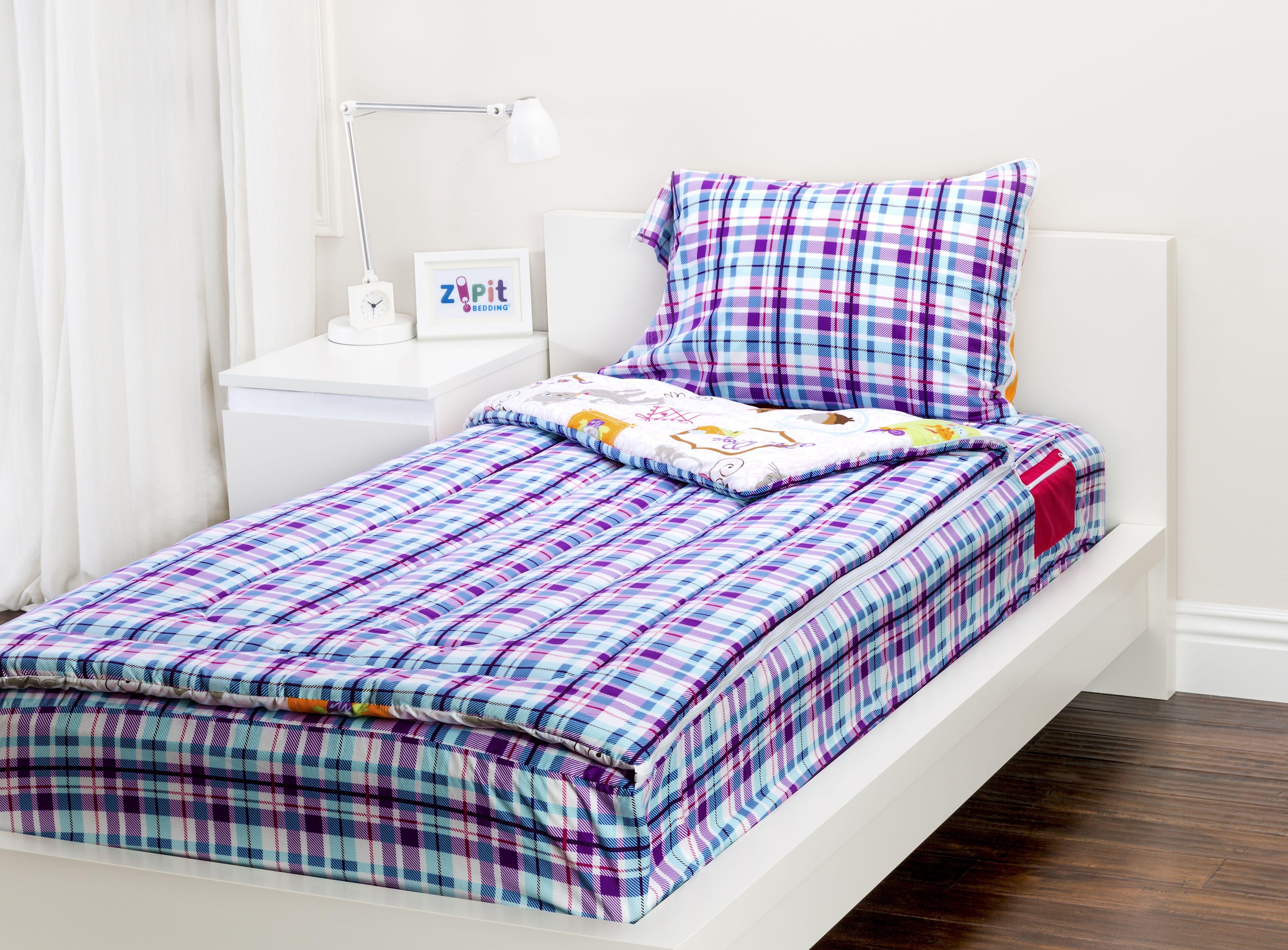 The Sweet Stuff Zipit Bedding Set is reversible. Zipit