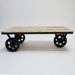 table basse a roulettes metal et bois blanchi made in meubles industrial chic pinterest. Black Bedroom Furniture Sets. Home Design Ideas