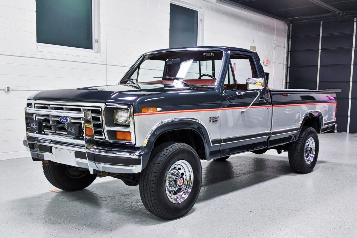 No Reserve 1985 Ford F 250 Xlt Lariat Explorer 4 Speed In 2020 F250 Ford Trucks