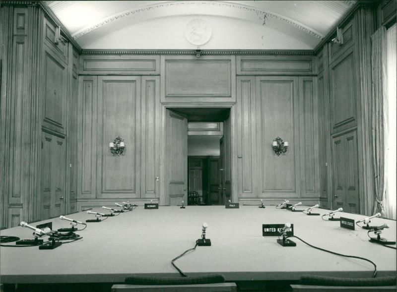 10 Downing Street The Meeting Room Vintage Photo Ebay Link Meeting Room Vintage Photos Photo