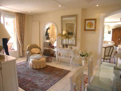 Arredamento provenzale pareti soggiorno provenzali for Tavole colori per pareti