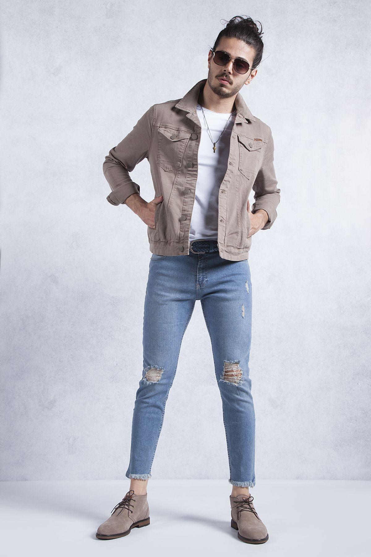 Toprak Renk Kot Ceket Kombini Yirtik Slim Fit Jean Ile Beyaz Bisiklet Yaka T Shirt Toprak Rengi Kot Ceket Olmadan Tamamen Eksik Kalirdi Kot Ceket Kotlar Fit