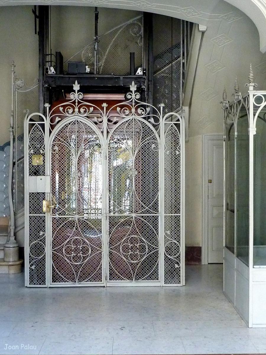 Casas rocamora barcelona ascensores antiguos - Ascensor casa ...