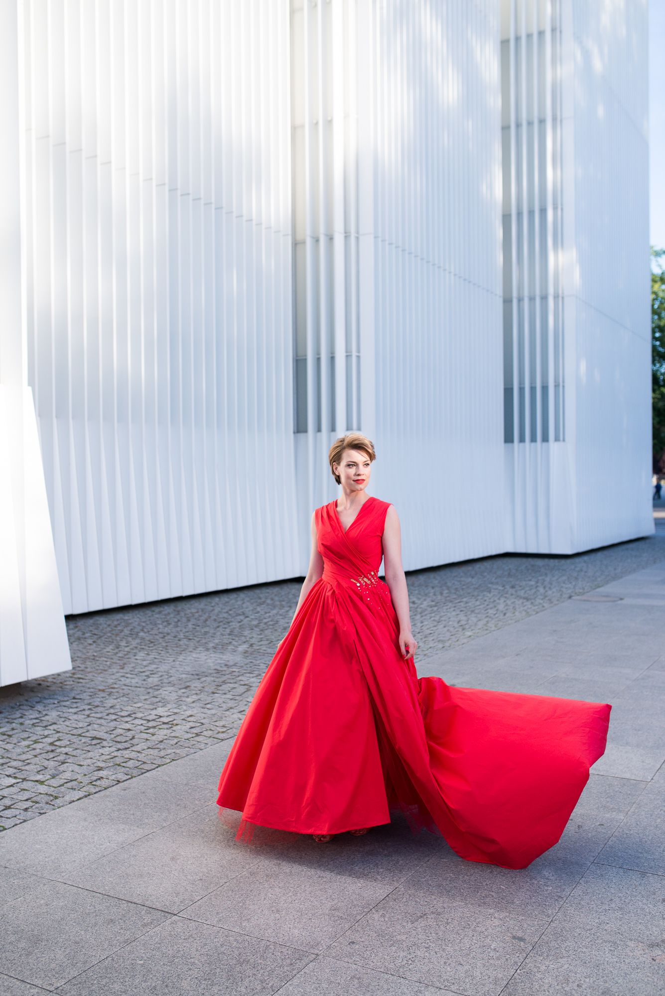 Essie gel couture trifft sisterMAG fashion in Stettin//Essie gel couture meets sisterMAG in Stettin//Foto: Chris Santos //Model: Franziska Schnelle // Fashion: @Evi N. // Nailart: @essiede  // Styling: Karina Berg // Behind the scenes: Loris Rizzo