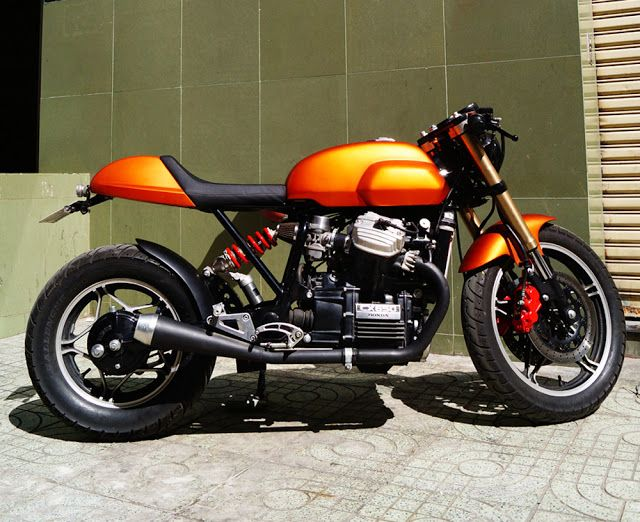 Honda CX650 Cafe RacerLOVE LOVE THE COLOR