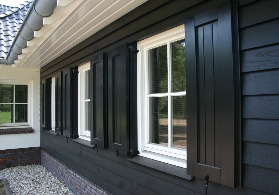 Prachtige vensterluiken maken de woning helemaal af.